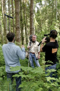 """Martin und Nick filmen Gordon und den Kunstkopf """"Fritz"""" (Foto: Kari Wilton)"""