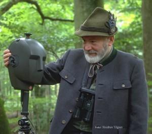 Walter Tilgner mit dem Neumann KU 100 (Foto: Heidrun Tilgner)