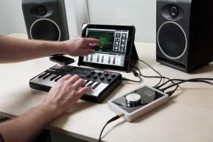Apogee Duet am iPad mit MIDI-Controller