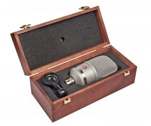 Das Neumann TLM 107 wird in einer hölzerner Box geliefert
