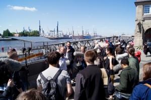 Eric bespricht sich mit den Teilnehmern (Foto: Sebastian-Thies Hinrichsen)